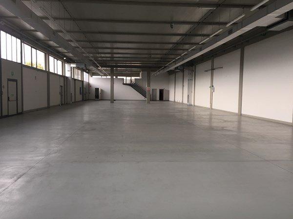 Capannone industriale in affitto commerciale a Porcari (LU)