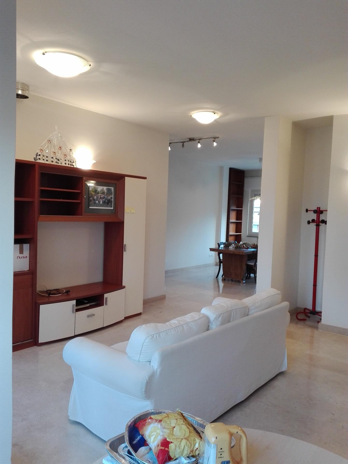 Appartamento in affitto, rif. AR-055
