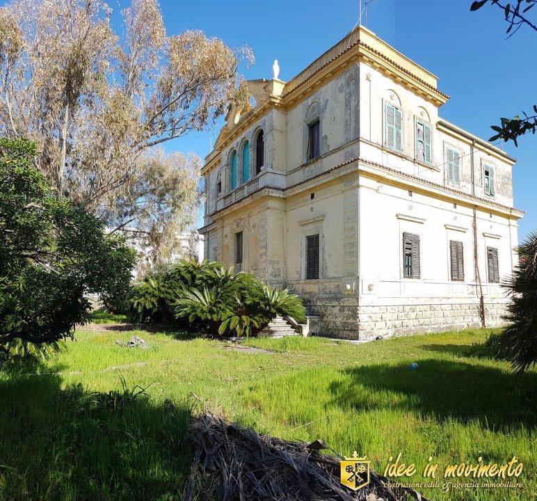Edificio storico in vendita a Massa
