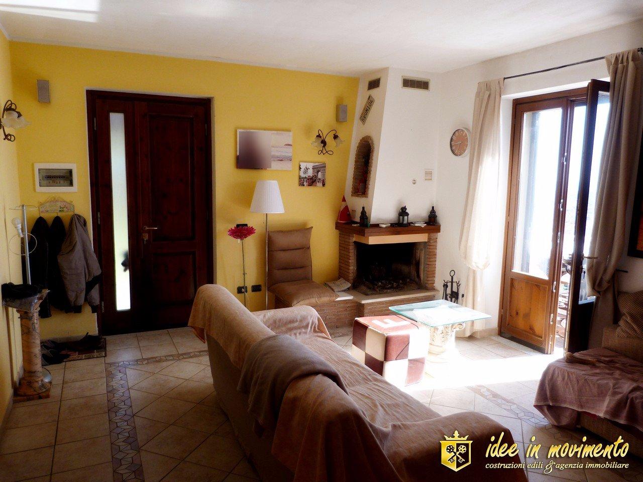 Semi-detached house for sale in Massa