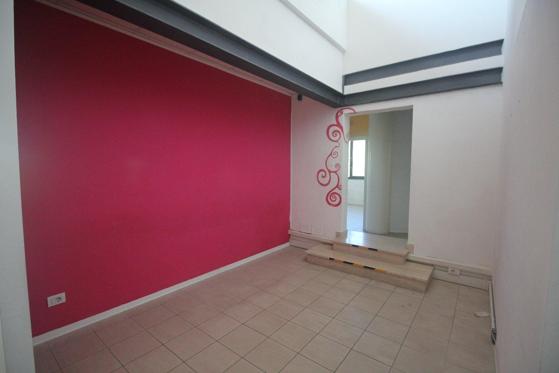 Ufficio / Studio in affitto a Siena, 7 locali, prezzo € 1.800 | CambioCasa.it