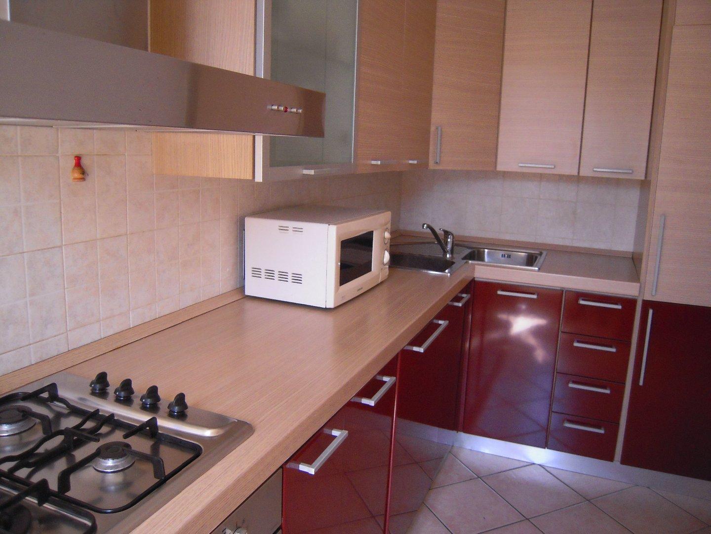 Appartamento in affitto a Carrara, 3 locali, prezzo € 500 | CambioCasa.it