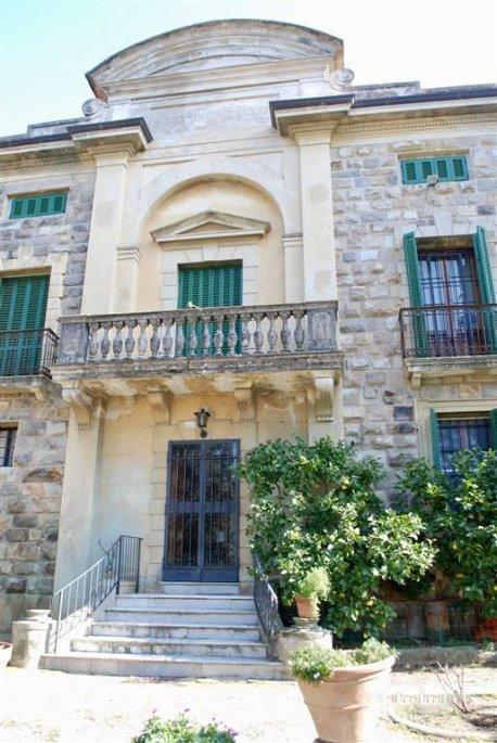 PALAZZO in Vendita a Rezzano, Calci (PISA)