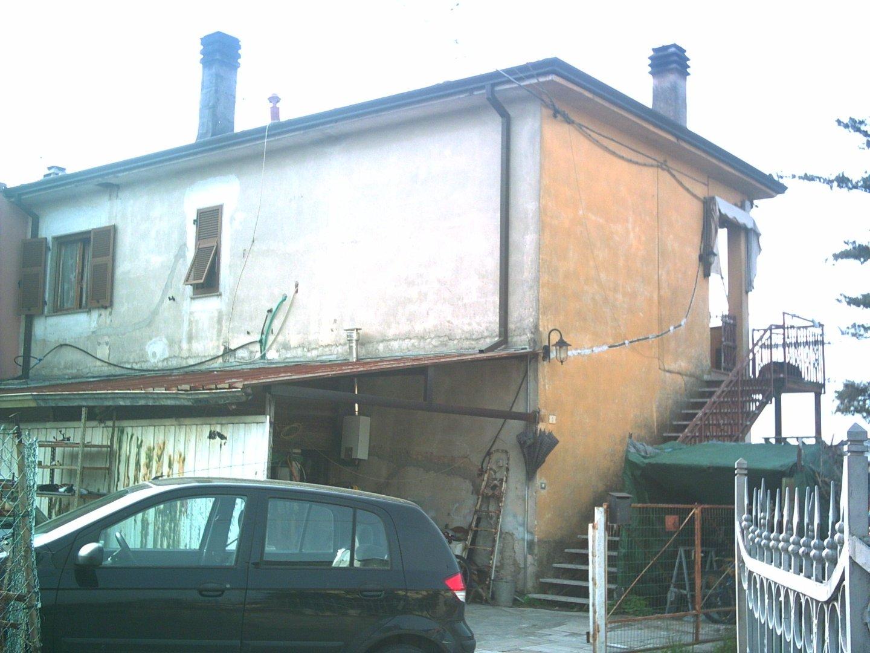 Appartamento in vendita a Ortonovo, 3 locali, prezzo € 130.000 | CambioCasa.it