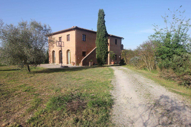 Colonica in vendita a Asciano (SI)