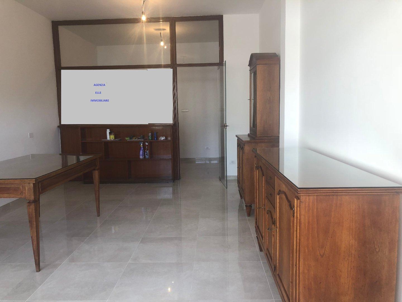 Appartamento in affitto commerciale a Carrara (MS)