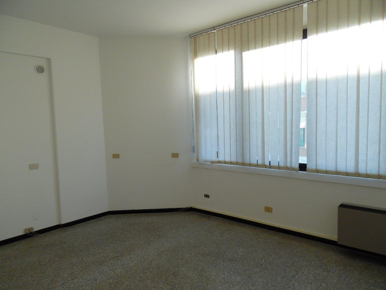 Ufficio in vendita a Marina Di Massa, Massa