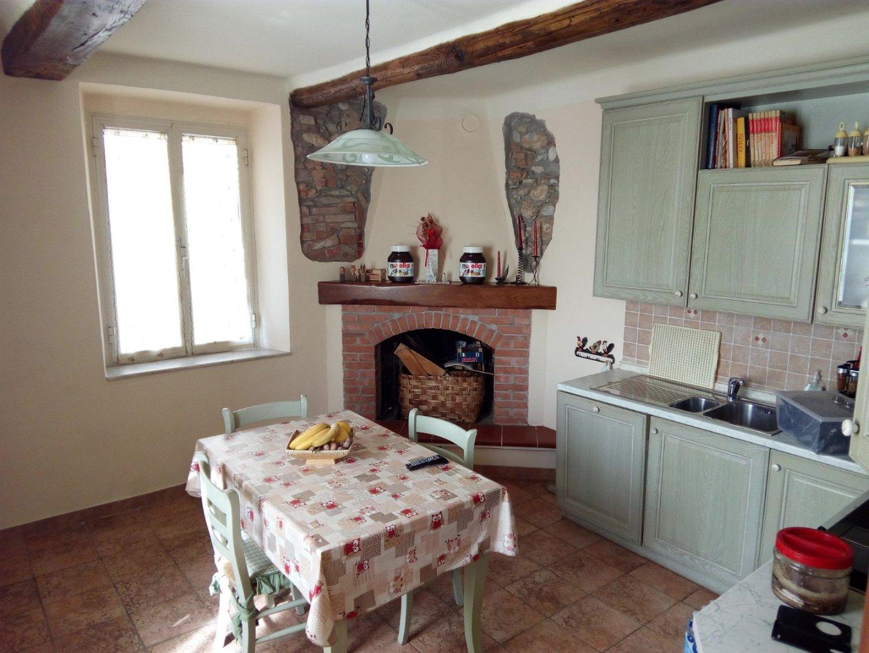 Casa semindipendente in vendita a Romagnano, Massa