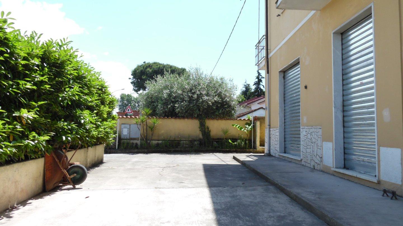 Locale comm.le/Fondo in affitto commerciale, rif. AP238
