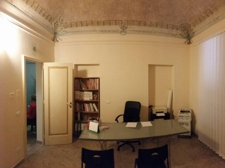 Locale comm.le/Fondo in affitto a Cascina
