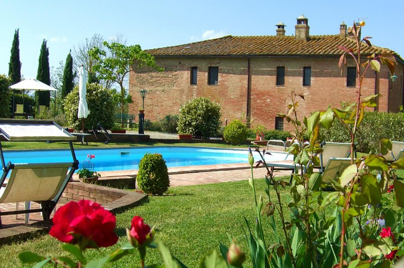 Farmhouse for sale in Monteroni d'Arbia (SI)