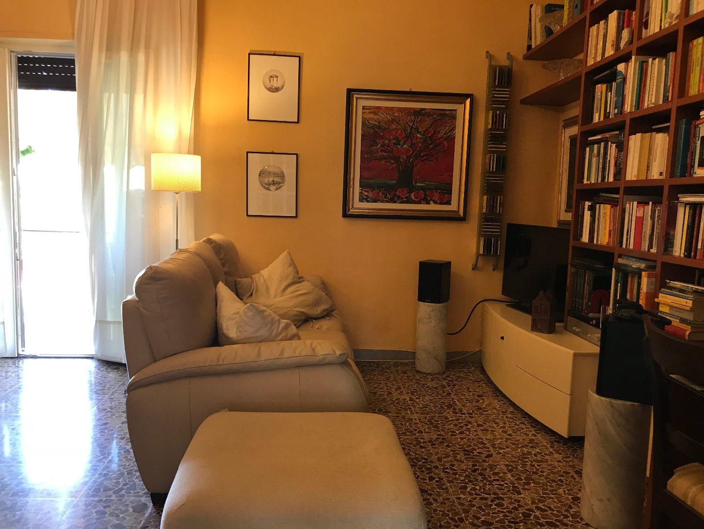 Appartamento in vendita a Lucca, 4 locali, prezzo € 190.000 | CambioCasa.it