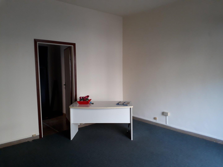 Locale comm.le/Fondo in affitto commerciale, rif. C09