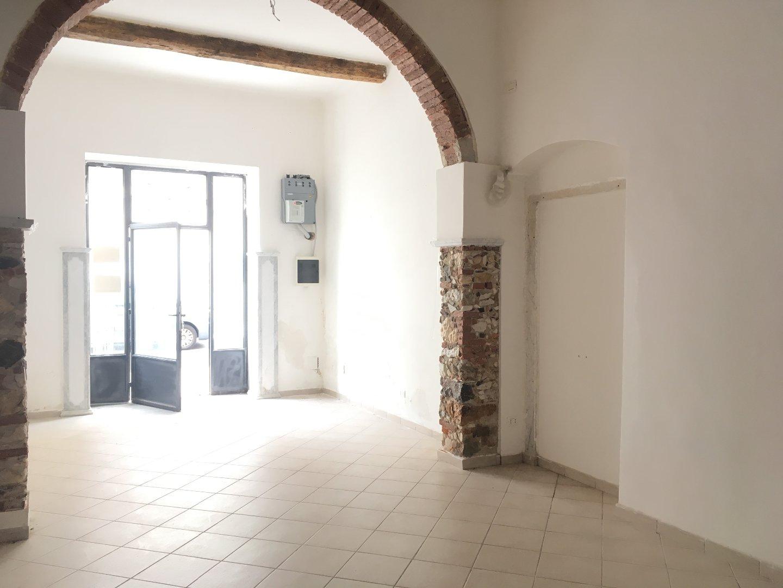 Locale comm.le/Fondo in affitto commerciale, rif. F078