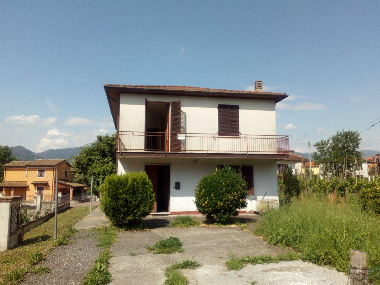 Soluzione Semindipendente in vendita a Filattiera, 6 locali, prezzo € 110.000 | PortaleAgenzieImmobiliari.it