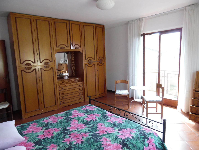Appartamento in affitto, rif. AV322