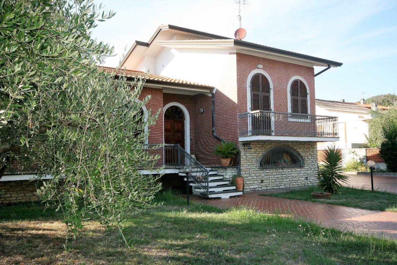 Villa singola in vendita a Ortonovo (SP)