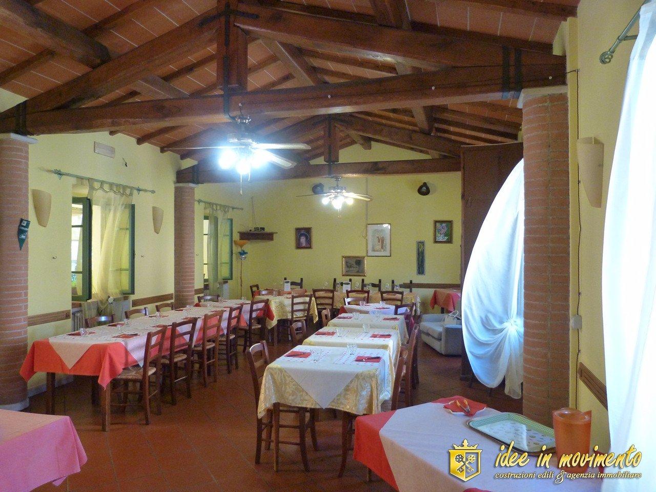 Ristorante/Pizzeria in vendita a Montignoso (MS)