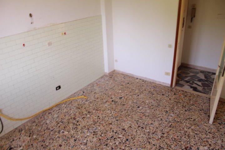 Appartamento in vendita a Castelfiorentino, 3 locali, prezzo € 67.000 | CambioCasa.it