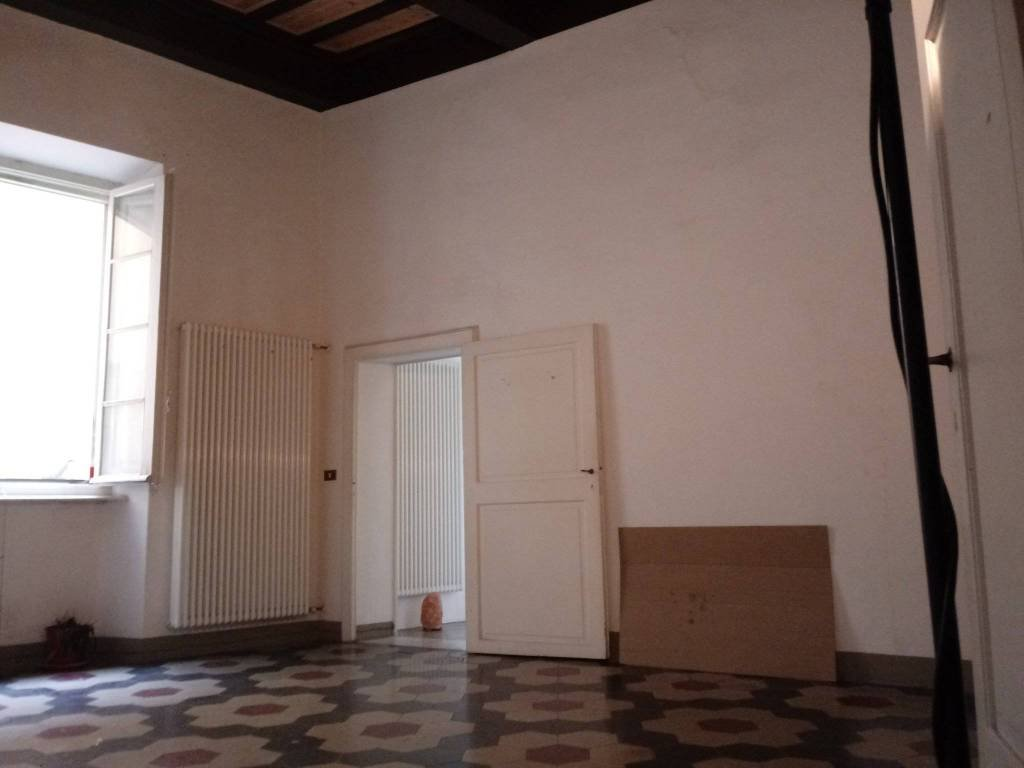 Appartamento in affitto, rif. 3 vani arredato solo cucina in l
