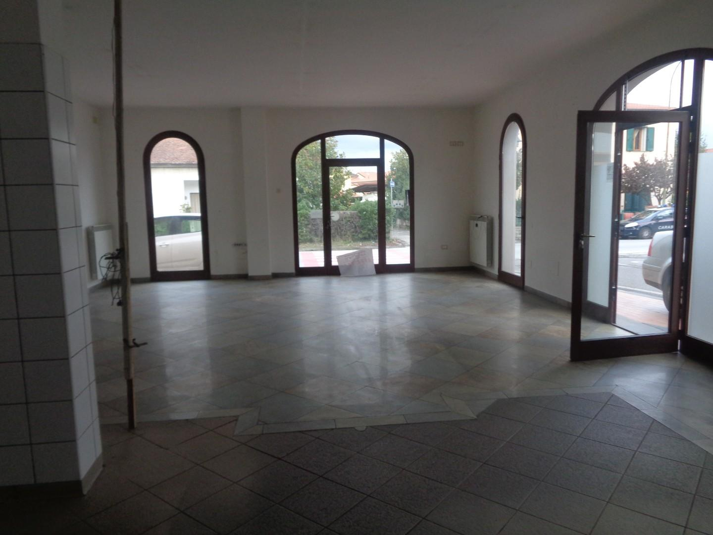 Locale comm.le/Fondo in affitto - Capannoli