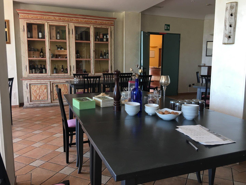 Foto 2/23 per rif. Hotel Ristorante (SI)