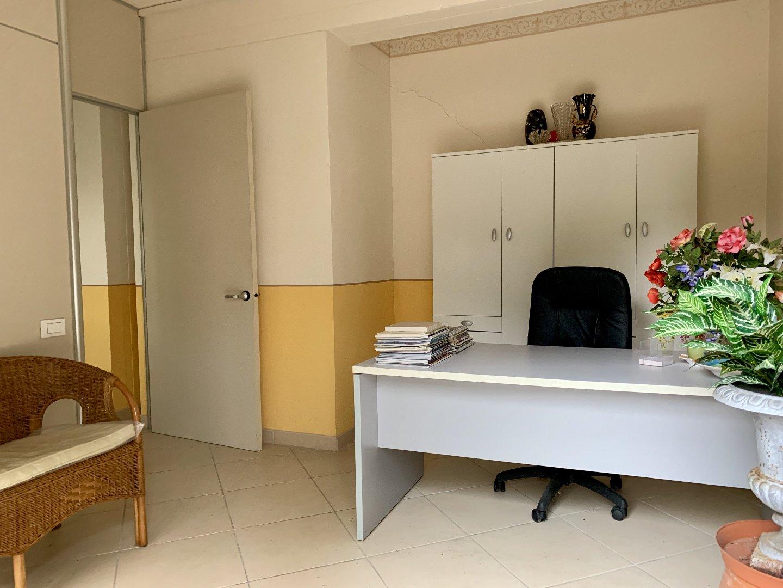 Ufficio in affitto commerciale a Calcinaia (PI)