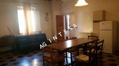 Appartamento in affitto, rif. 2 camere doppie in c storico € 7