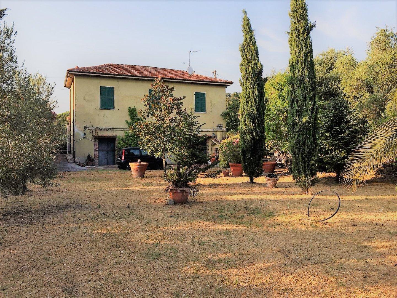 Colonica in vendita a Sarzana (SP)