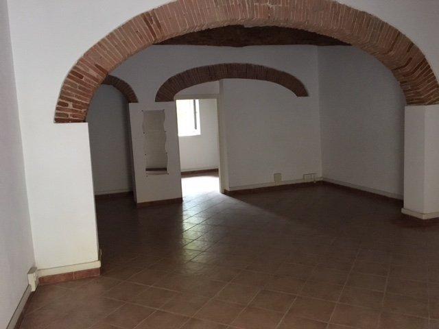 Locale comm.le/Fondo in affitto commerciale a Pisa