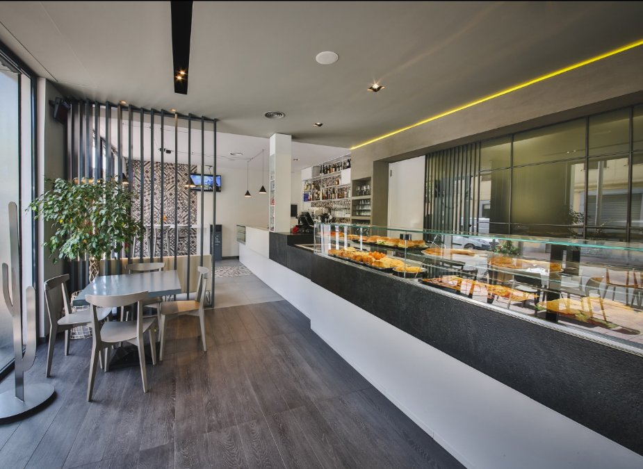 Foto 1/10 per rif. Lungarno bar ristorante etc.