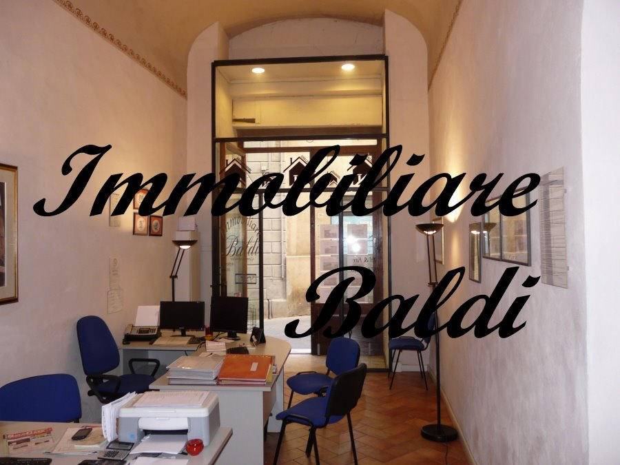 Store for commercial rentals in Siena
