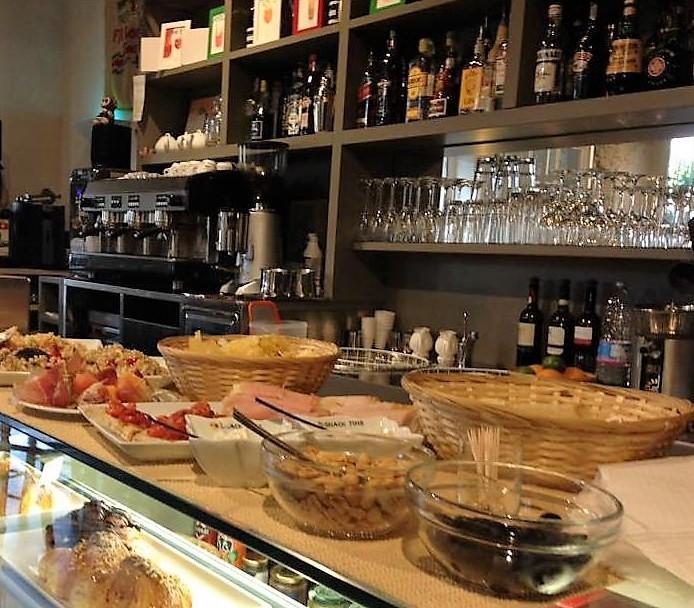 Foto 5/24 per rif. Ristorante Bar Lungarno