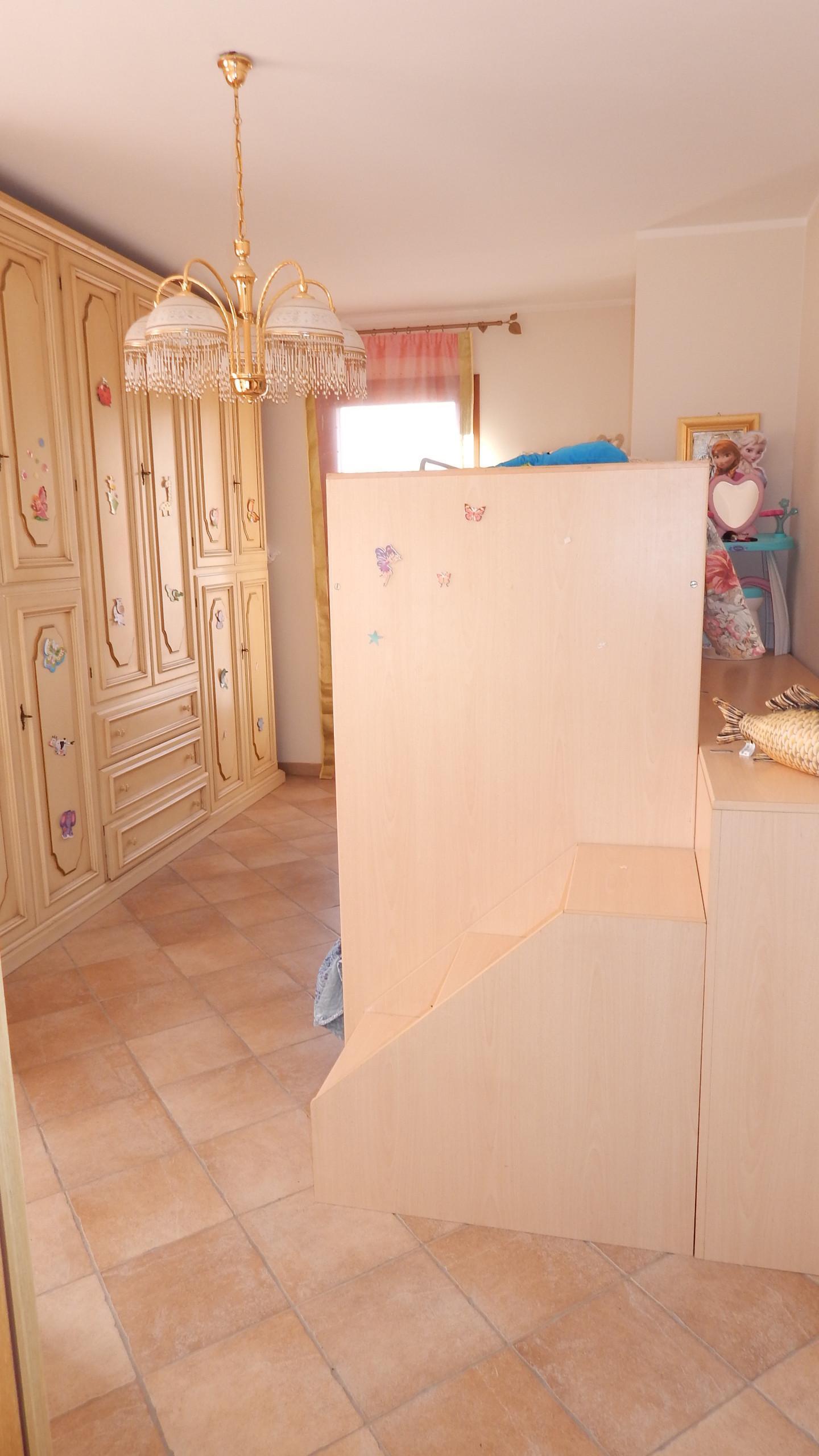 Villetta a schiera angolare in vendita, rif. AR295