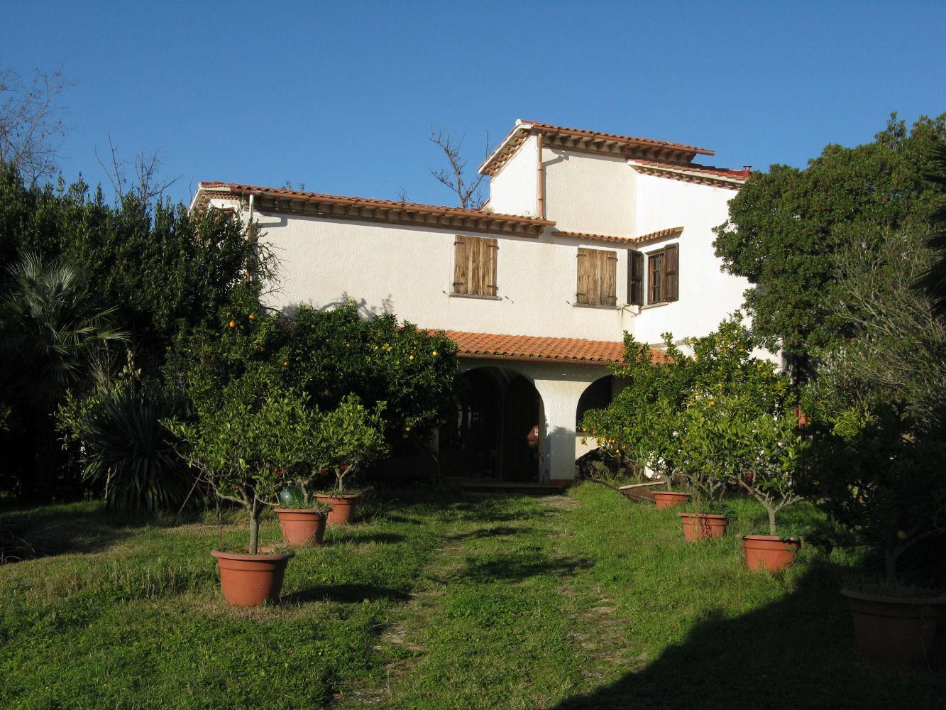 Agriturismo in Vendita a Lorenzana, Crespina Lorenzana (PI)
