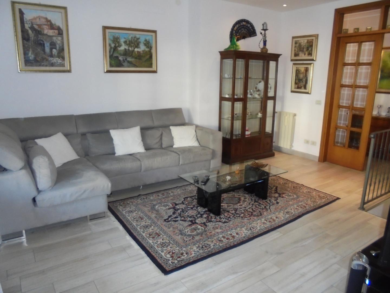 Casa semindipendente in vendita a Massa