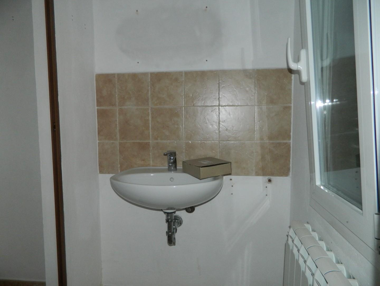 Locale comm.le/Fondo in affitto commerciale, rif. 106473