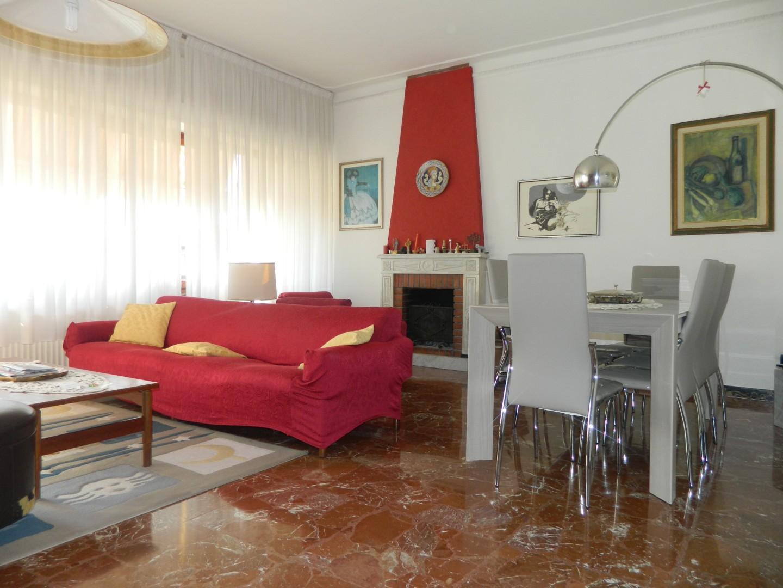 Appartamento in vendita a Ortonovo, 6 locali, prezzo € 215.000 | CambioCasa.it
