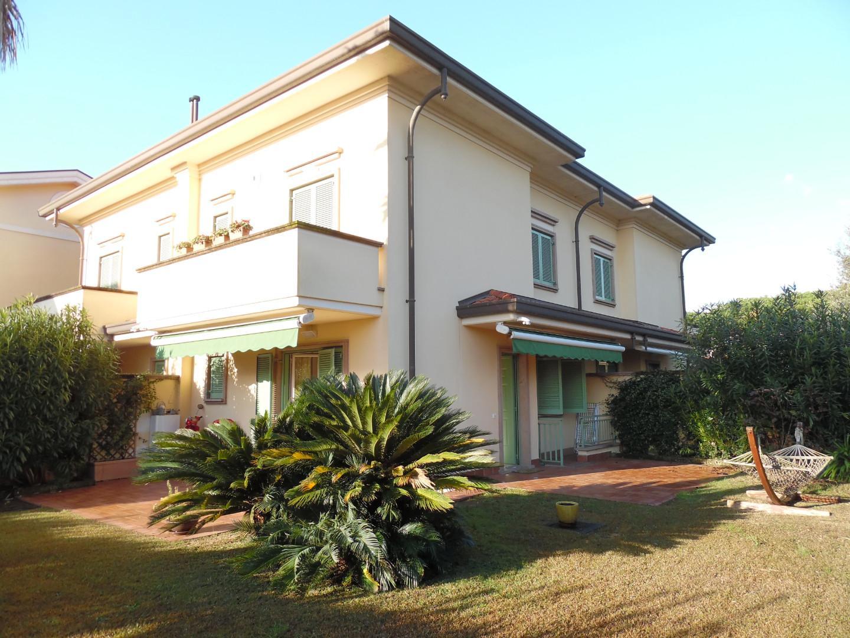Villetta a schiera angolare in vendita, rif. LOG-426