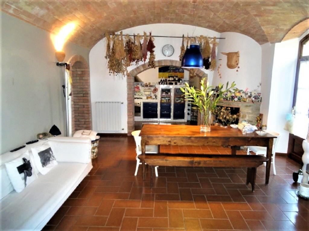 Appartamento in vendita a San Gimignano, 4 locali, prezzo € 295.000 | CambioCasa.it