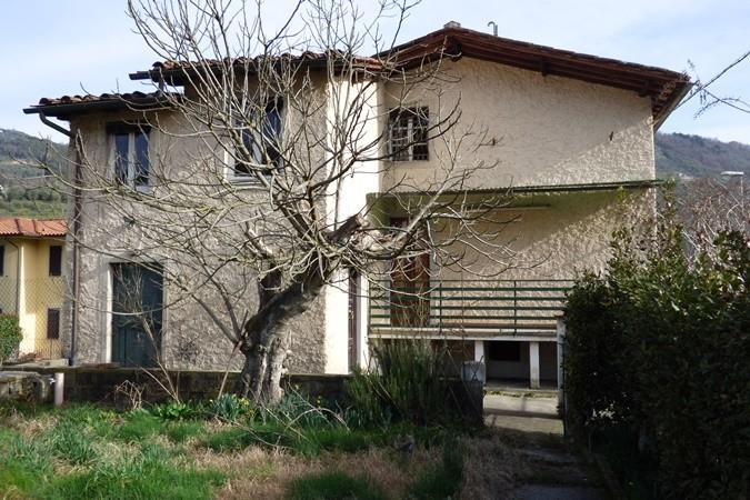 Casa semindipendente in vendita a Borgo a Mozzano (LU)