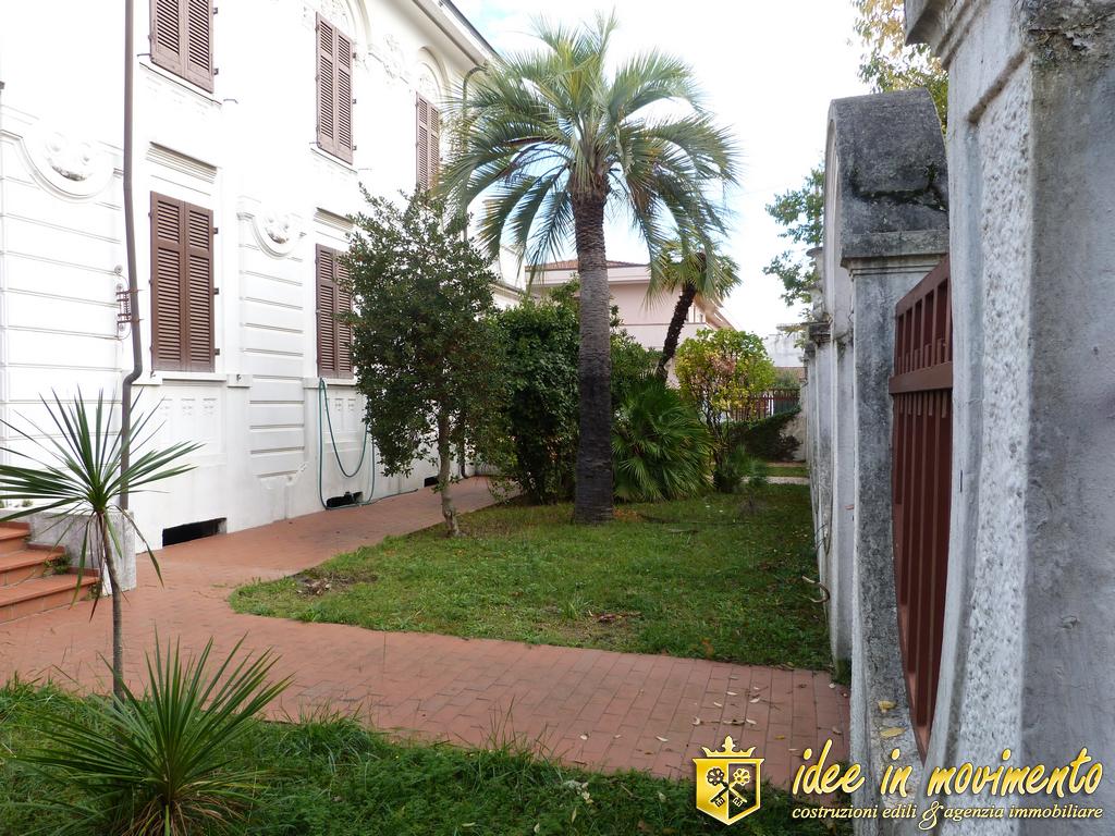 Edificio storico in vendita a Marina Di Massa, Massa