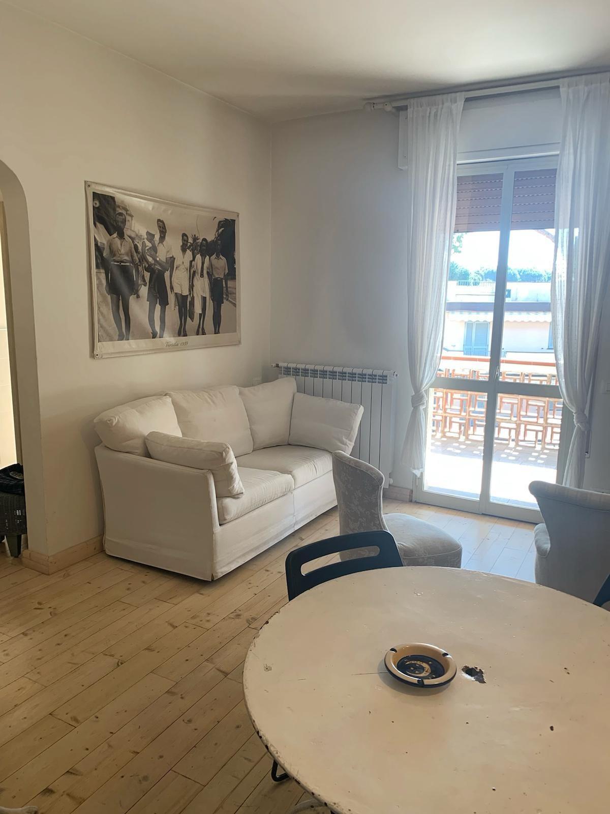 Appartamento in vendita a Montignoso, 3 locali, prezzo € 285.000 | CambioCasa.it