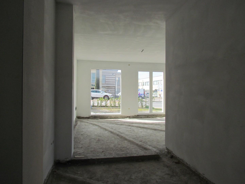 Locale comm.le/Fondo in affitto commerciale, rif. A0001