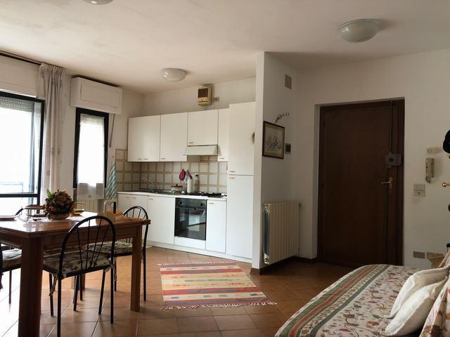 Appartamento in affitto, rif. AP239