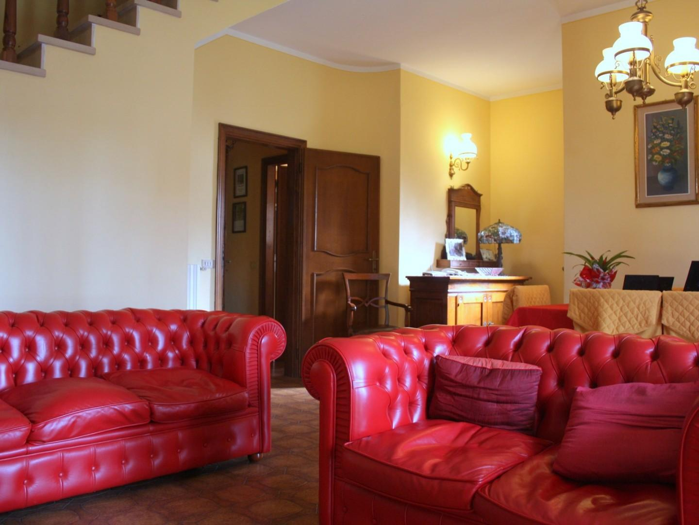 Three-family cottage for sale in Pietrasanta (LU)