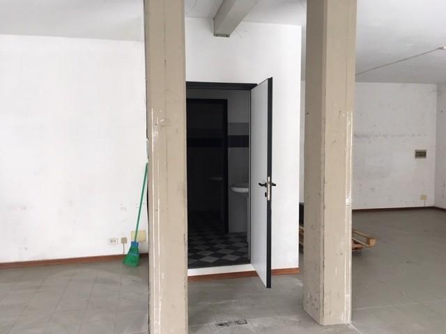 Locale comm.le/Fondo in vendita, rif. 02110