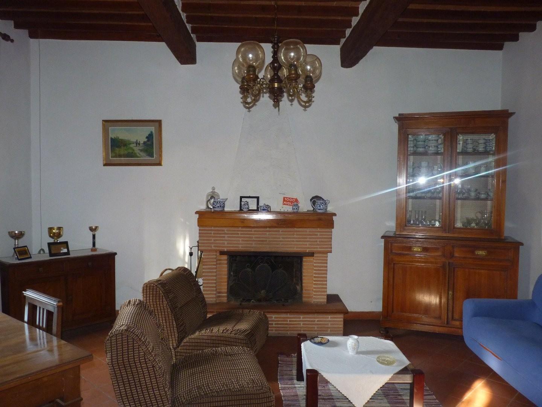 Colonica in vendita a Cascina