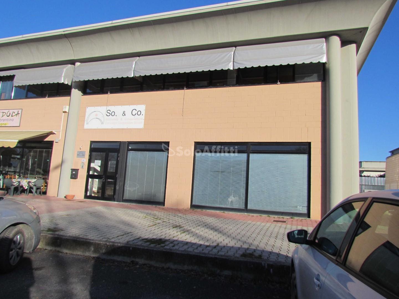 Locale comm.le/Fondo in affitto commerciale, rif. A0014