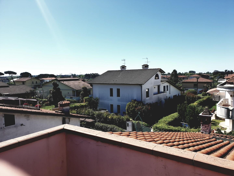 Villetta trifamiliare in vendita, rif. L01